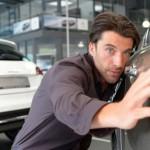 Muss die KFZ-Versicherung zahlen, wenn der Beifahrer einen Schaden verursacht?